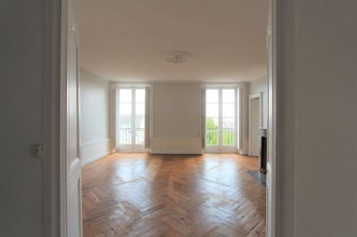 A LOUER - NANTES CATHEDRALE - APPARTEMENT BOURGEOIS 6 PIECES